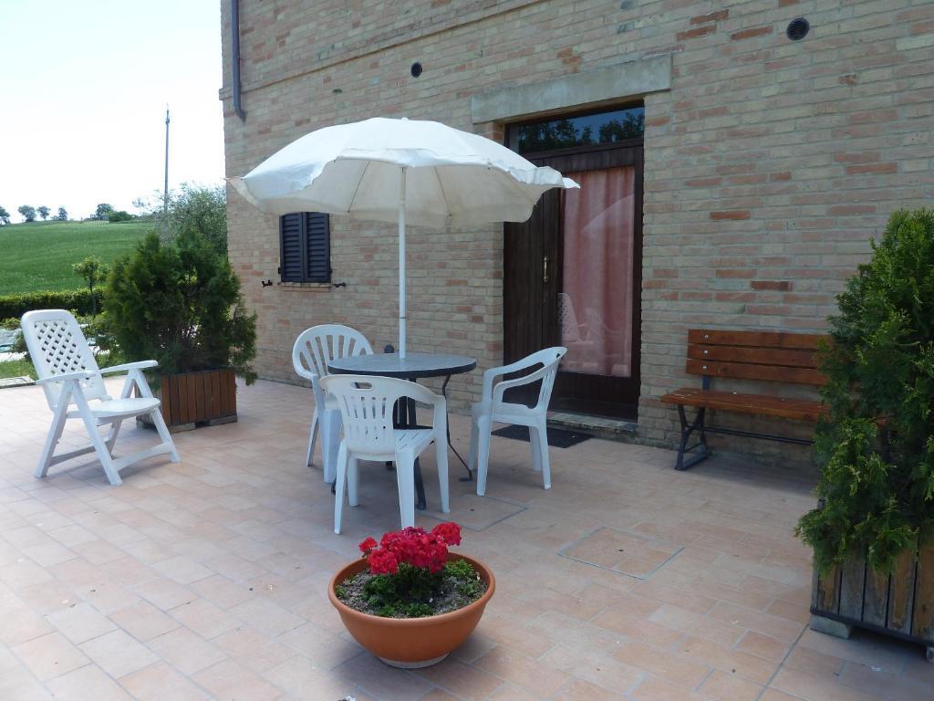 Il giardino degli ulivi appignano reserva tu hotel con - Giardino con ulivi ...