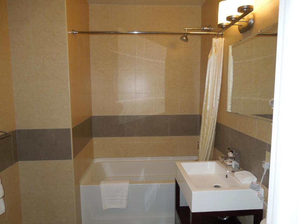Hotel Pointe Plaza New York