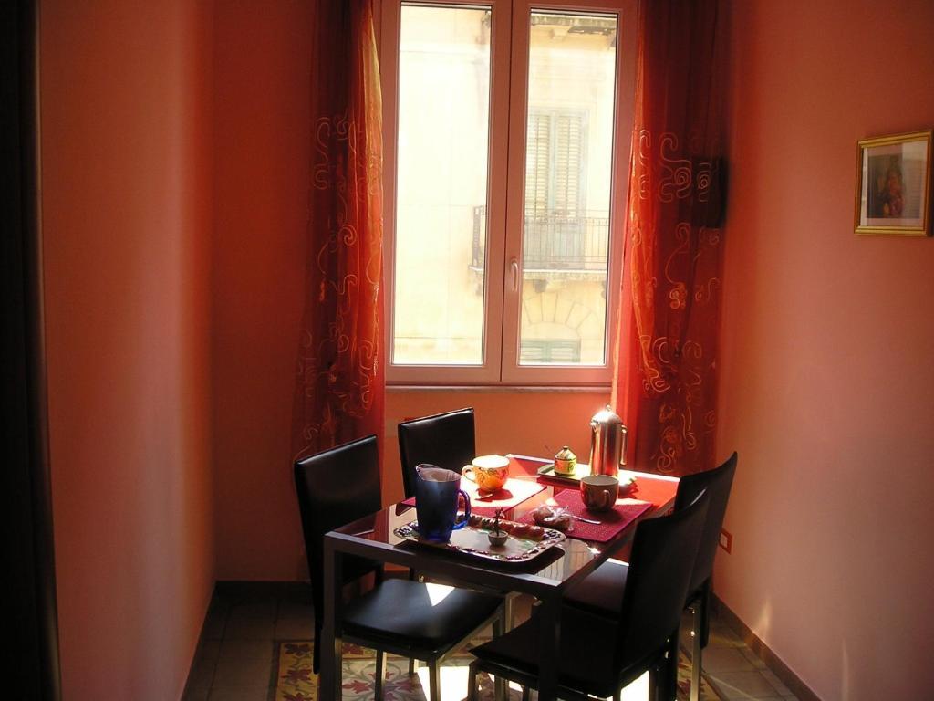 La casa dei colori palermo book your hotel with - Casa a colori ...