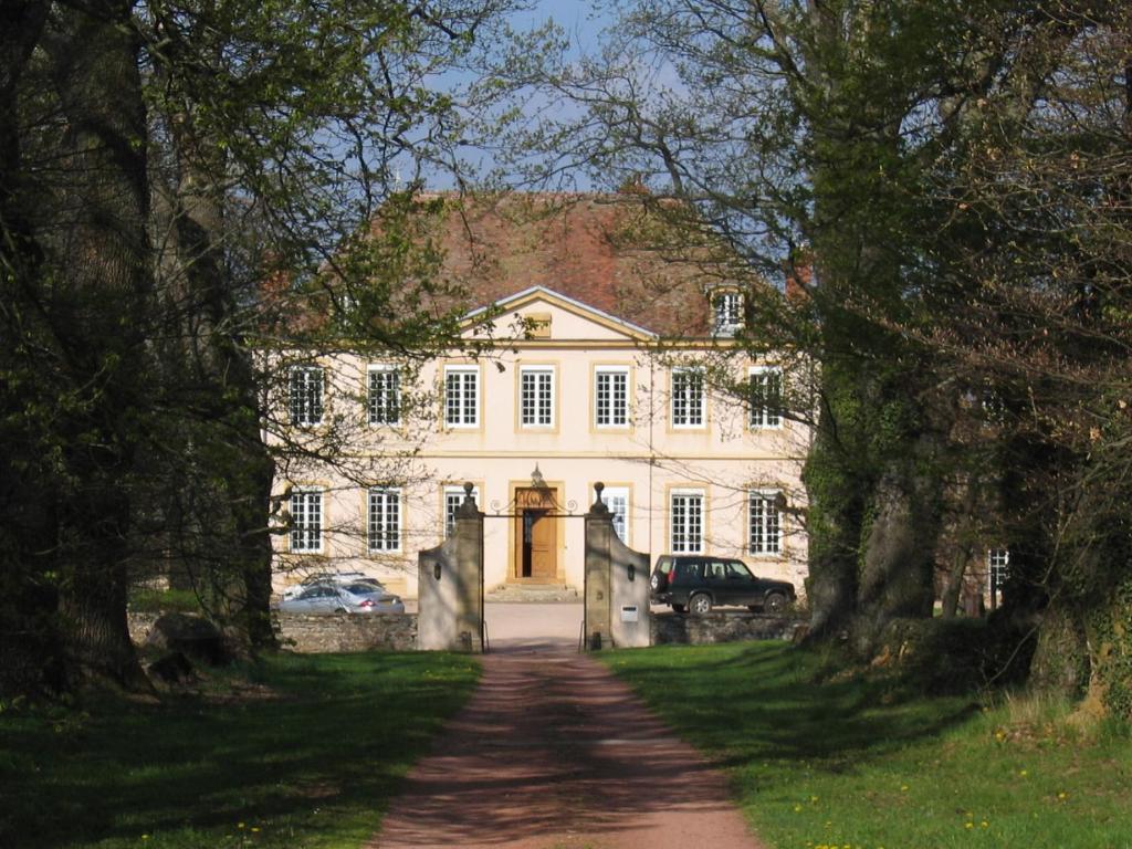 Chambres d 39 h tes domaine du ch teau de marchangy chambres d 39 h tes saint pierre la noaille - Chambres d hotes chateau ...