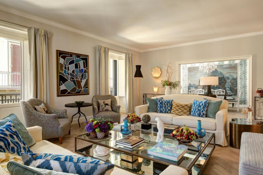 Uma área de estar em Rocco Forte Hotel Savoy