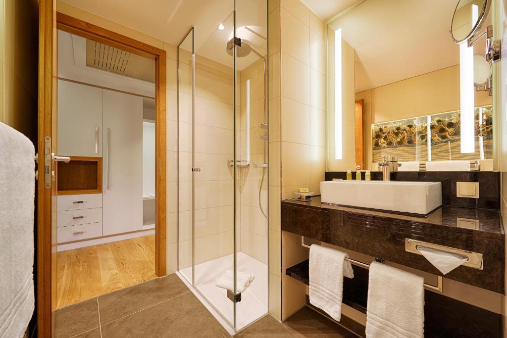 kaisergarten hotel spa deidesheim r servation gratuite. Black Bedroom Furniture Sets. Home Design Ideas