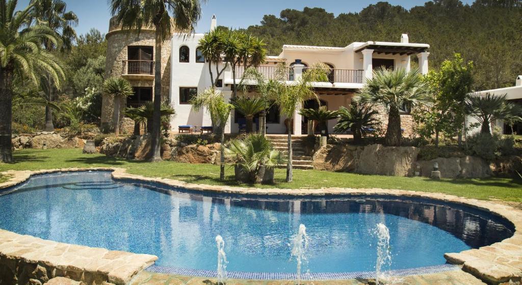 Villa Torres Caron (España Santa Eulalia del Río) - Booking.com