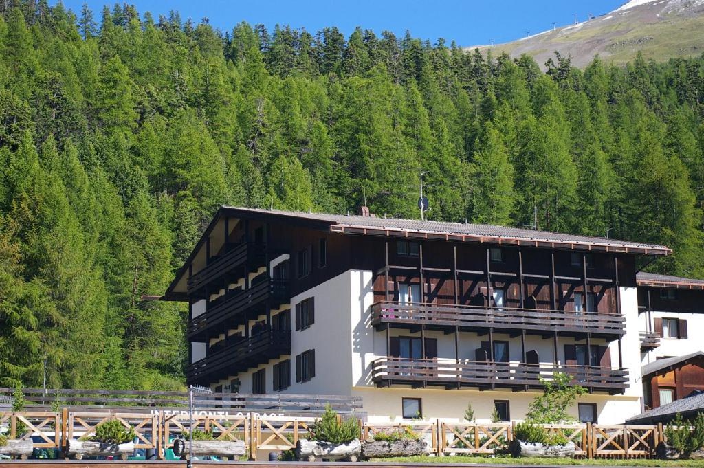 Residence intermonti livigno reserva tu hotel con viamichelin - Residence a livigno con piscina ...