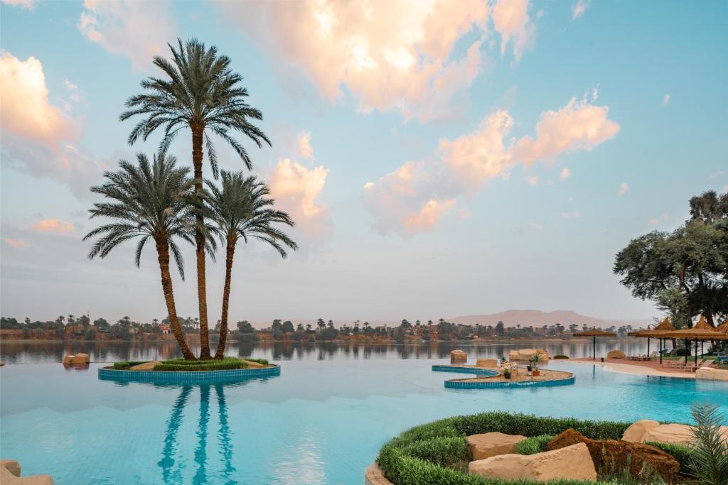 A piscina localizada em Jolie Ville Kings Island Luxor ou nos arredores