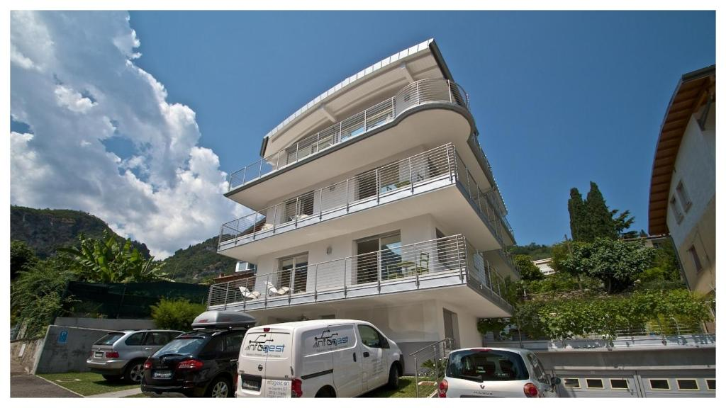 Villa mazzano tenno viamichelin informatie en online reserveren for Moderne toiletartikelen
