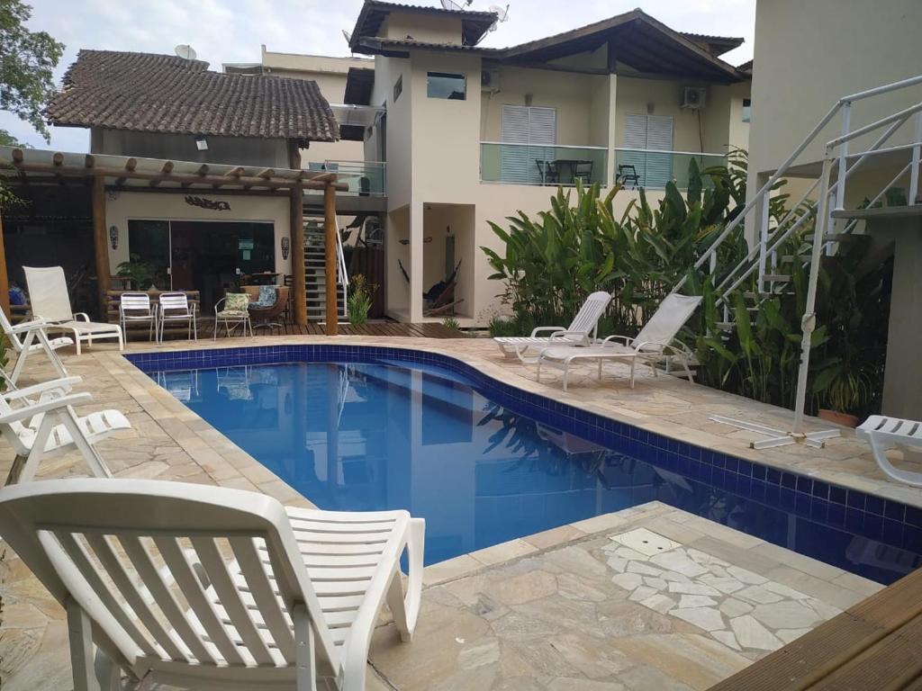 A piscina localizada em Mares de Camburizinho ou nos arredores
