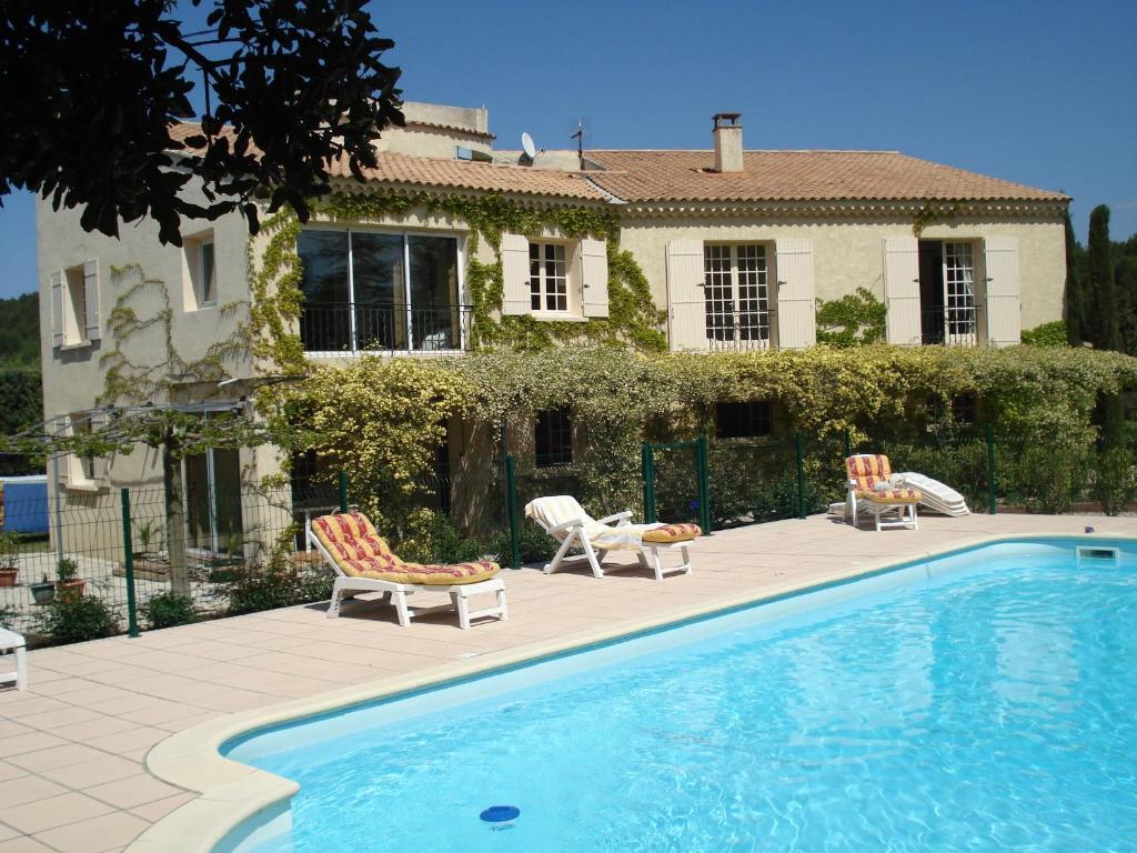 g te luberon 6 personnes avec piscine locations de vacances l 39 isle sur la sorgue. Black Bedroom Furniture Sets. Home Design Ideas