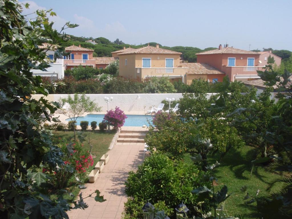 Le jardin de neil sainte maxime book your hotel with for Jardin tecina booking