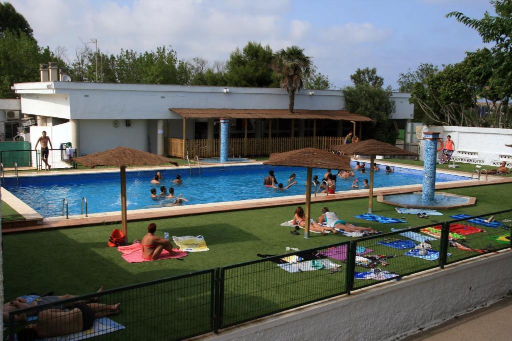 Camping coll vert alfafar reserva tu hotel con viamichelin for Piscina alfafar
