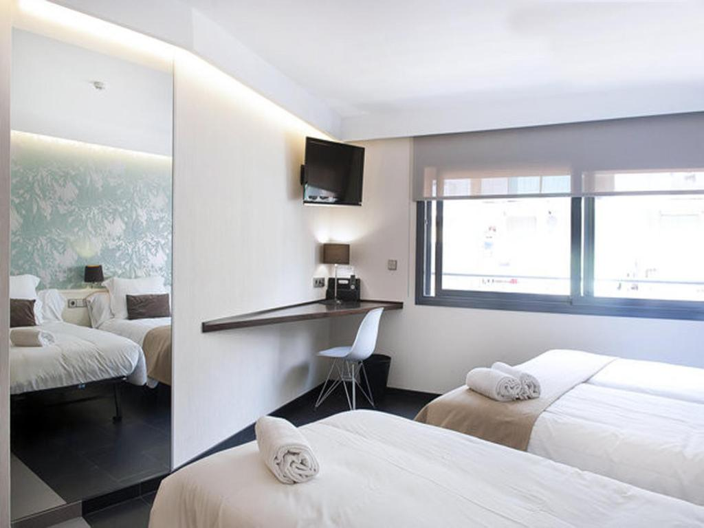 chambres d 39 h tes barcelona fifteen luxury hostel chambres d 39 h tes barcelone. Black Bedroom Furniture Sets. Home Design Ideas