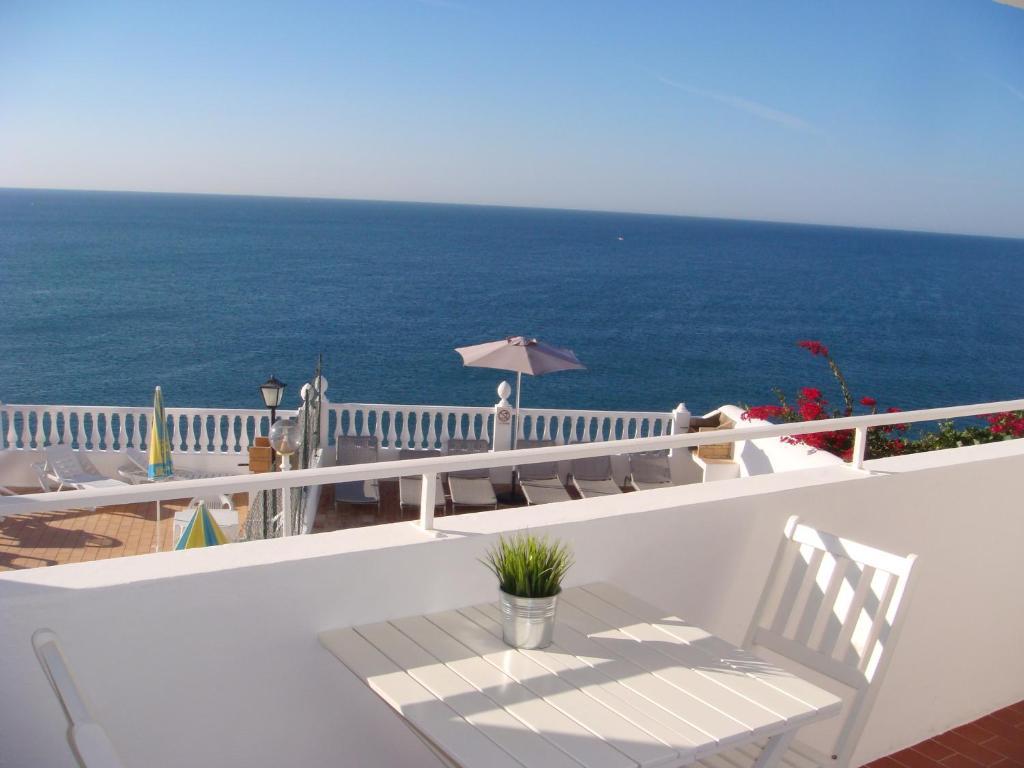 Apartamentos rossio mar albufeira book your hotel with viamichelin - Apartamentos algarve ...
