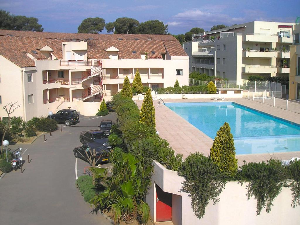 Lagrange vacances l 39 alisier royal parc holiday houses for Piscine villeneuve loubet