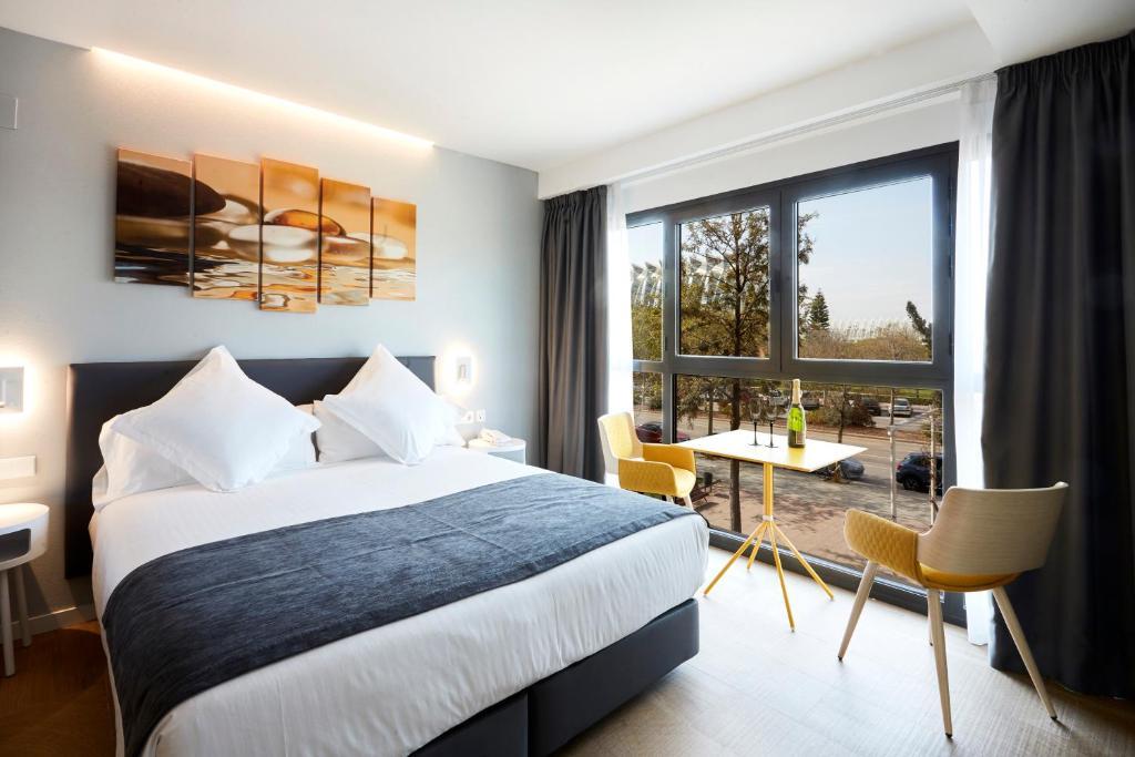 Cama ou camas em um quarto em Hotel Valencia Alameda