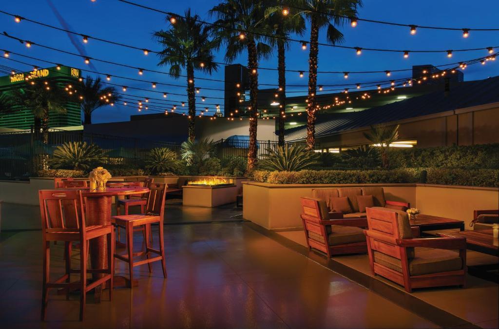 Un restaurant u otro lugar para comer en The Signature at MGM