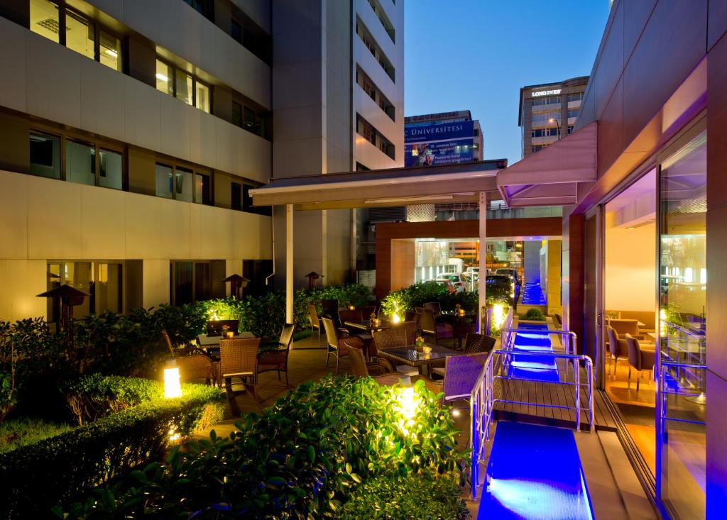 Divan istanbul city i li book your hotel with viamichelin for Divan istanbul city
