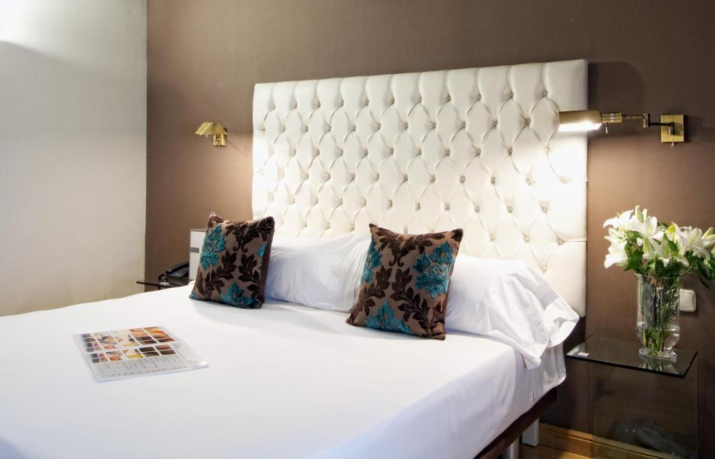 Hotel regina madrid prenotazione on line viamichelin for Hotel regina alcala 19 madrid