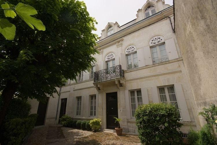 Chambres d 39 h tes les tilleuls cognac book your hotel for Hotel cognac