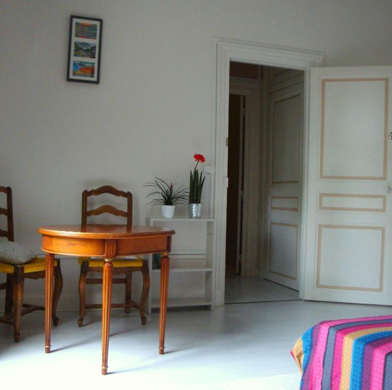 Chambres d 39 h tes ch teau de la marbelliere jou l s tours book your hotel with viamichelin - Chambre d hote joue les tours ...