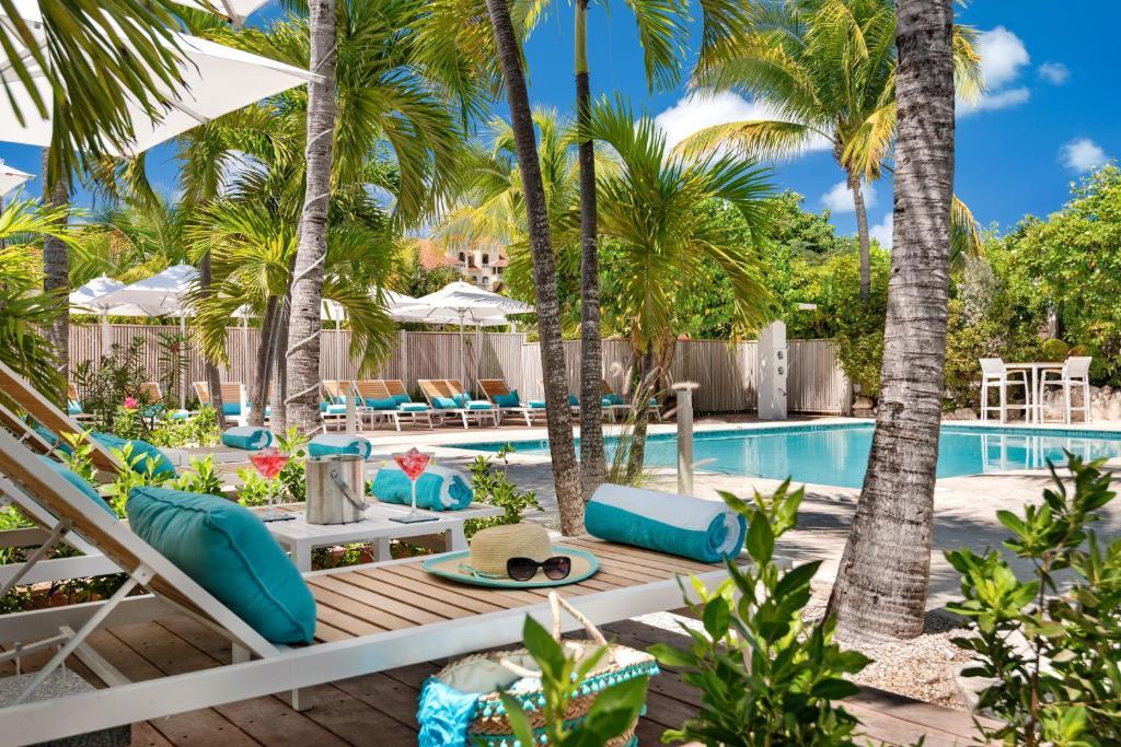 A piscina localizada em The Oasis at Grace Bay ou nos arredores