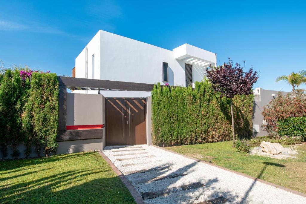 Luxury Villa directly at the beach (España Marbella ...
