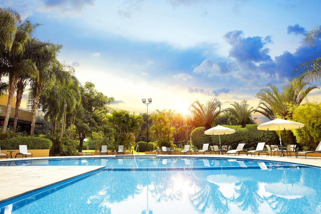 A piscina localizada em Hotel Transamerica São Paulo ou nos arredores