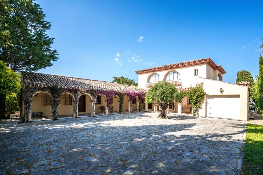 Exeptional 7 Bedroom Traditional Villa (España San Roque ...
