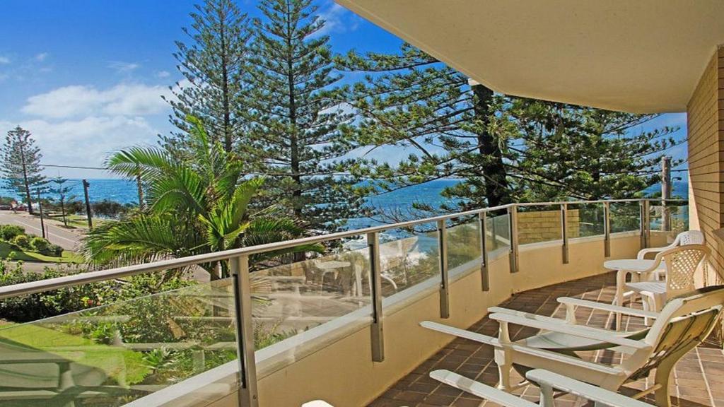 Uma varanda ou terraço em By The Sea Unit 4, 13 Esplanade, Kings Beach