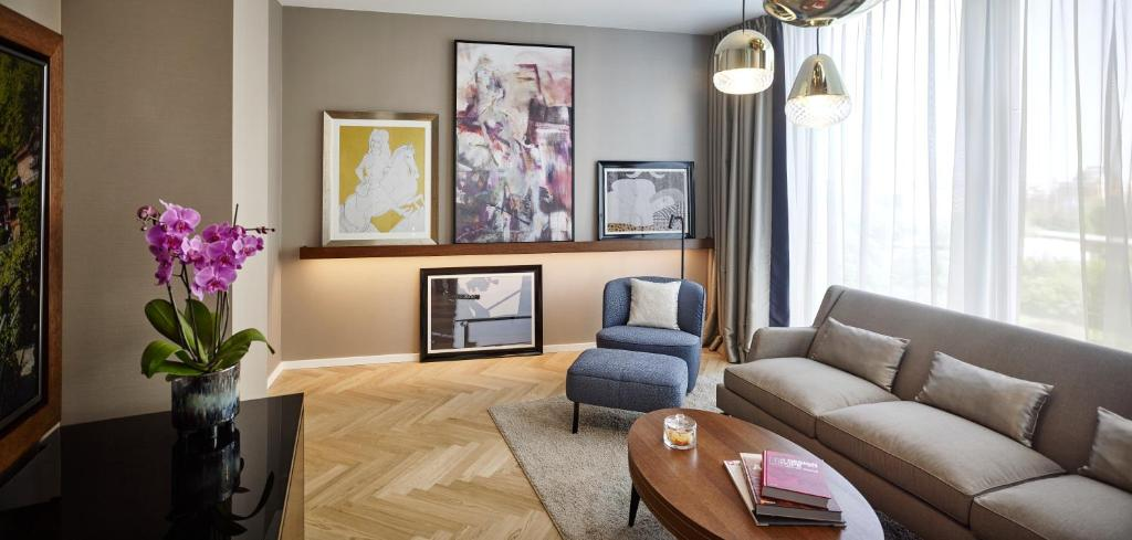 Uma área de estar em Andaz Vienna Am Belvedere - a concept by Hyatt