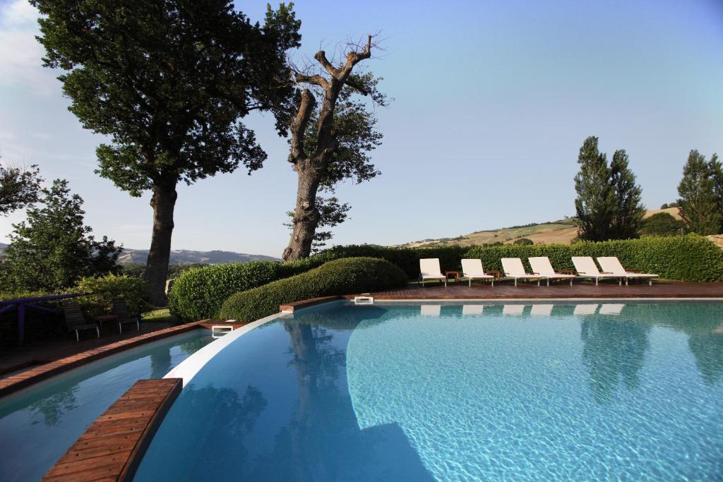 Urbino resort montecalvo in foglia prenotazione on for Piscina urbino
