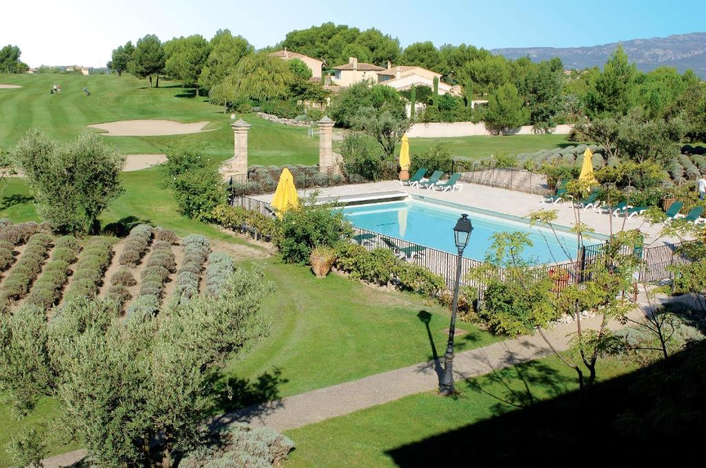 Hotel du golf de pont royal en provence r servation gratuite sur viamichelin - Pont royal en provence office du tourisme ...