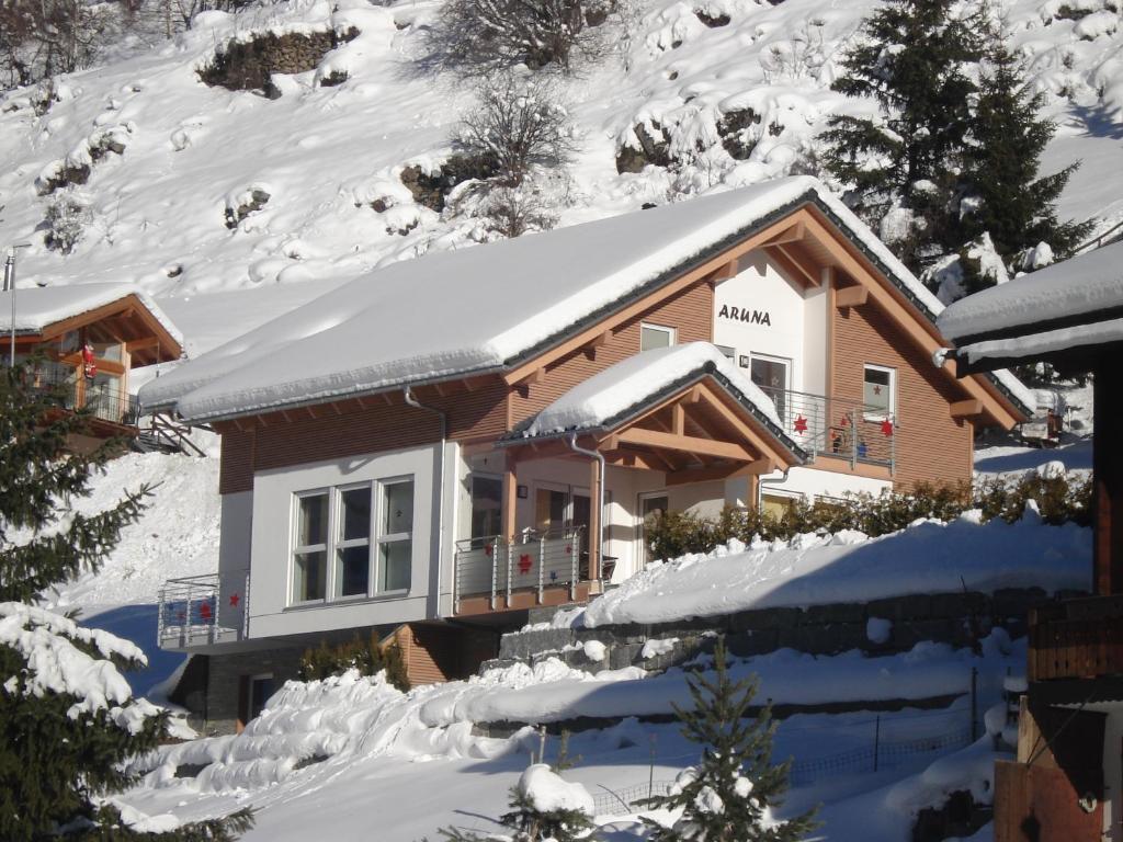 Apartment haus aruna apartment in tasch switzerland for Apartment haus