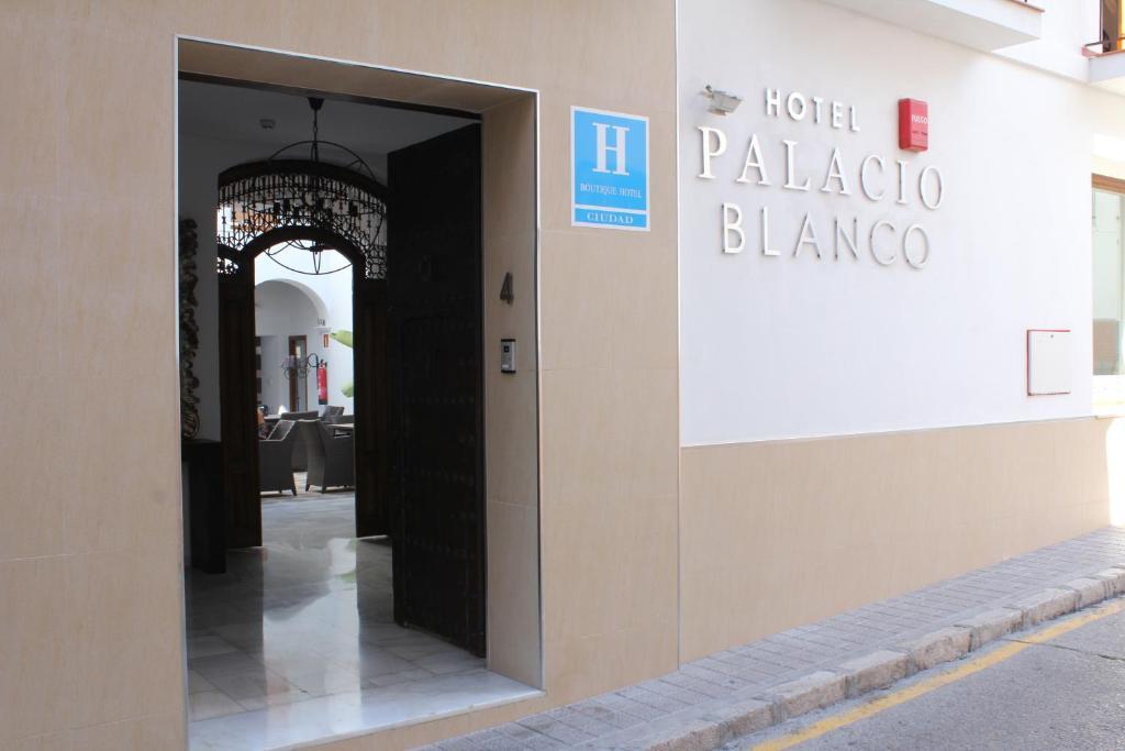 Hotel Palacio Blanco - Vélez-Málaga - online booking ...
