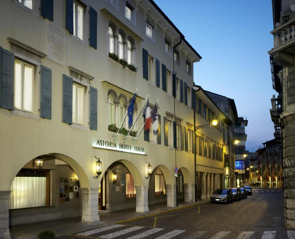 Astoria hotel italia udine book your hotel with for Designhotel udine