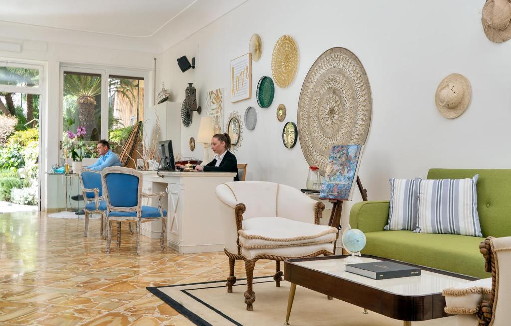 Uma área de estar em Villa Helios