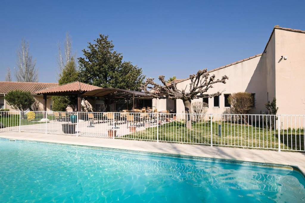 Best western h tel le paradou avignon sud r servation for Hotel avignon piscine