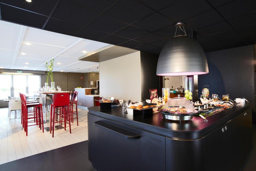 campanile maubeuge r servation gratuite sur viamichelin. Black Bedroom Furniture Sets. Home Design Ideas