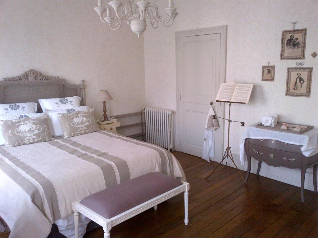 chambres d 39 h tes maison du th tre saint bonnet chambres d 39 h tes bourges. Black Bedroom Furniture Sets. Home Design Ideas