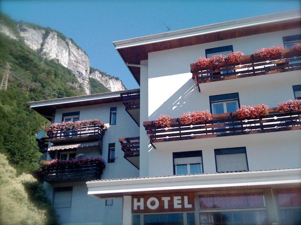 Hotel quattro valli r servation gratuite sur viamichelin for Reserver hotel payer sur place