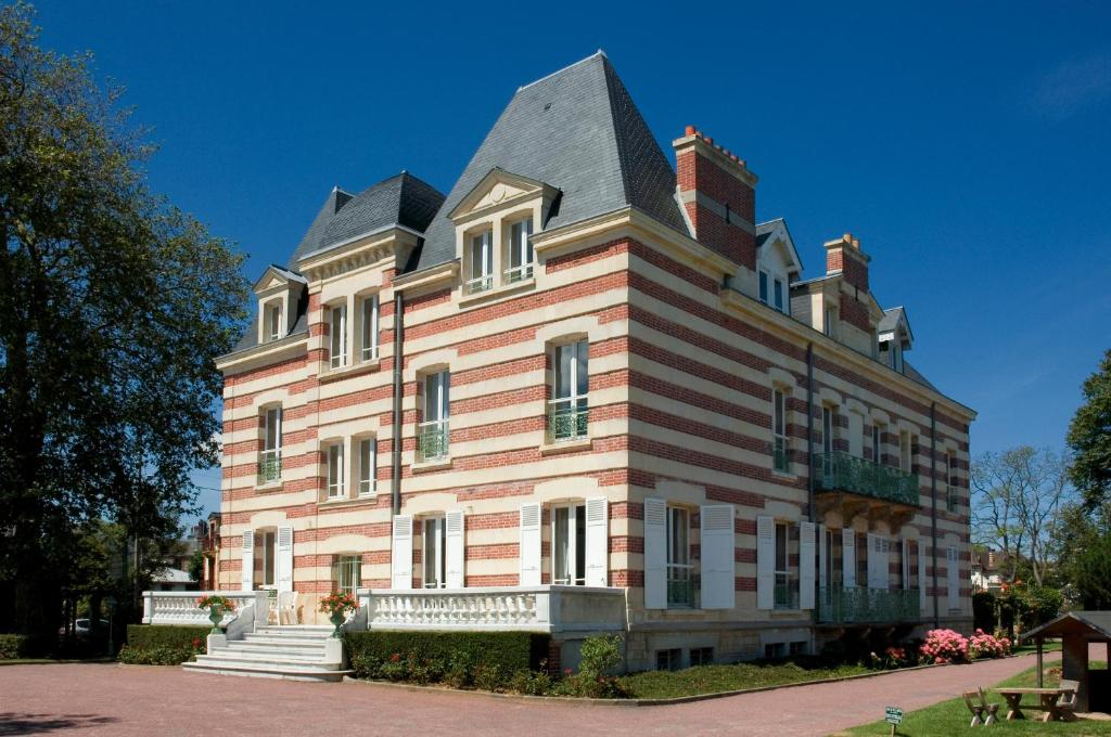 La closerie c t casino cabourg book your hotel with for Hotels cabourg