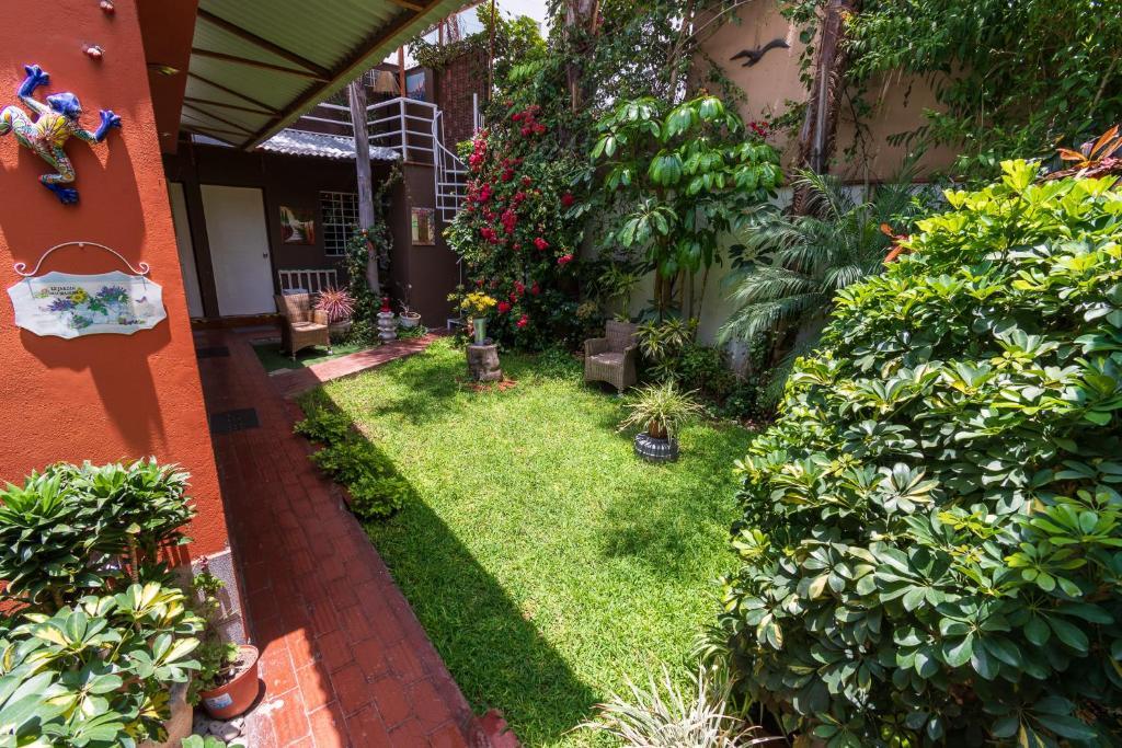 Um jardim em Casa Wayra B&B Miraflores