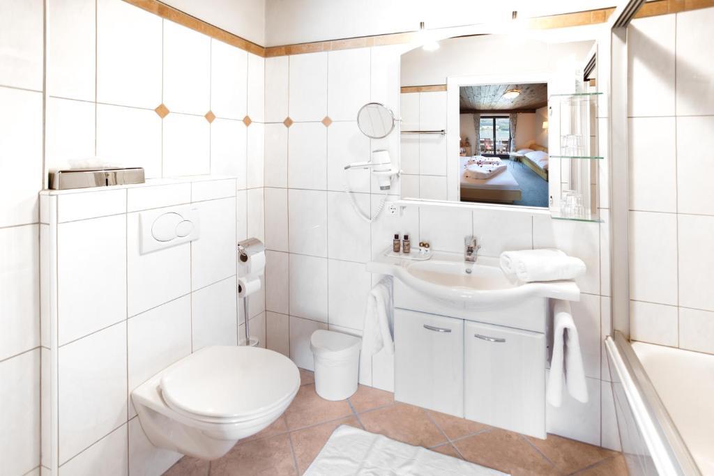 Hotel seewinkel sankt gilgen informationen und for Badezimmer 5330