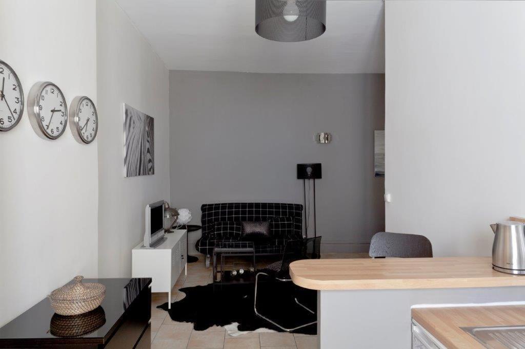 Appartement fen tre sur cour holiday houses lyon for Fenetre sur cour