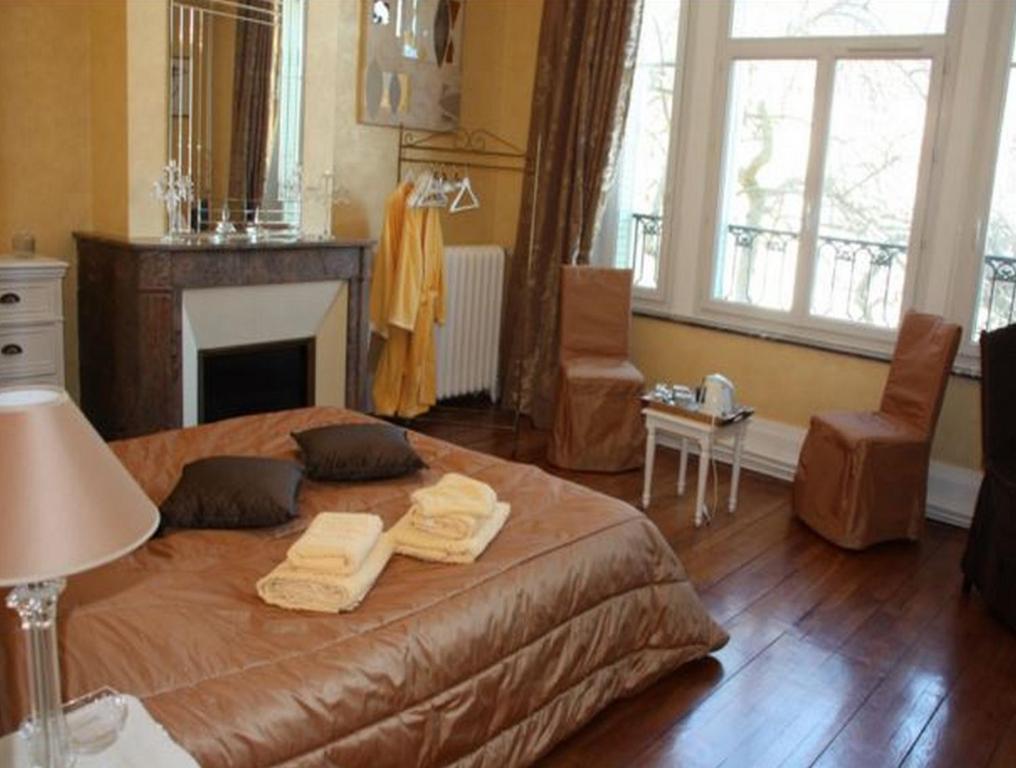 chambres des quatre coins du monde chambres d 39 h tes. Black Bedroom Furniture Sets. Home Design Ideas