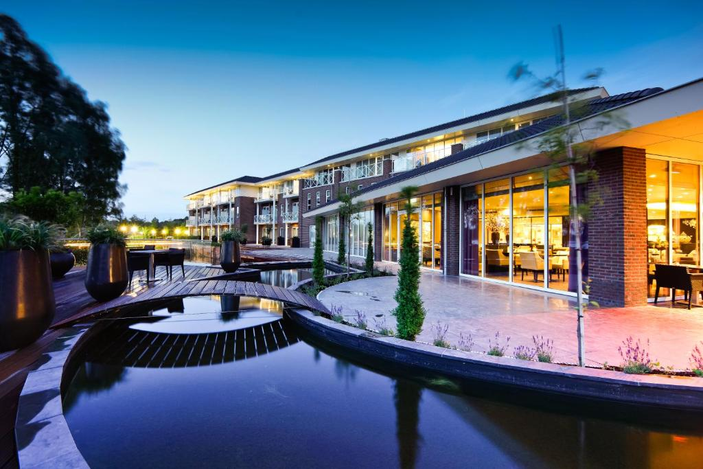 Luxe City Center Hotel Spa