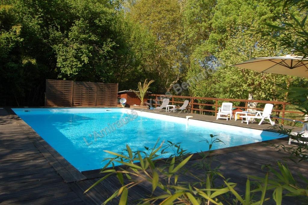 L 39 amiraut sur ba se r servation gratuite sur viamichelin for Baise dans la piscine