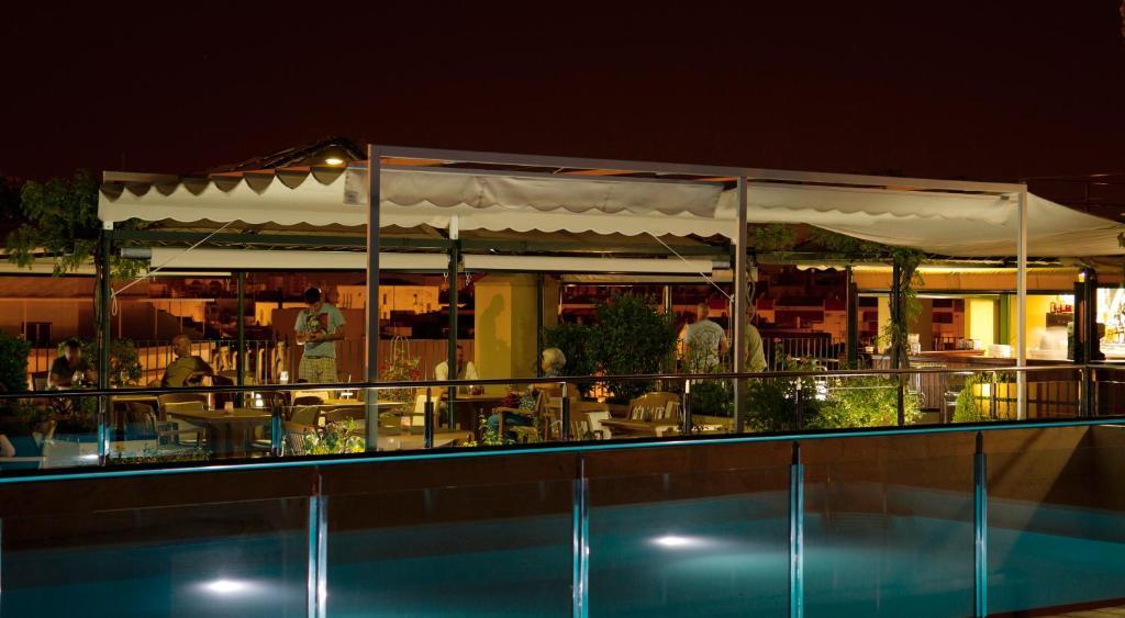 Hotel Seville Avec Piscine Sur Le Toit