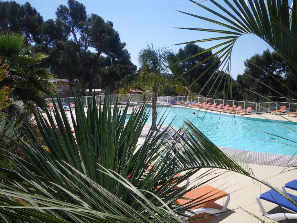 Camping de ceyreste holiday houses la ciotat for Camping la ciotat avec piscine