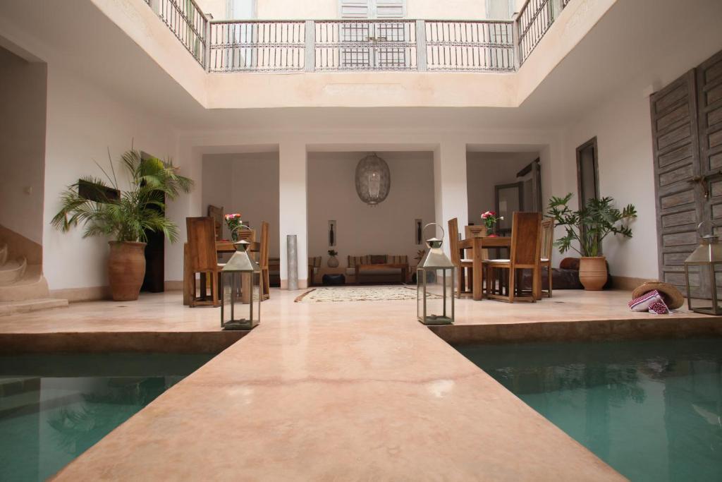בריכת השחייה שנמצאת ב-Riad De Vinci & SPA או באזור