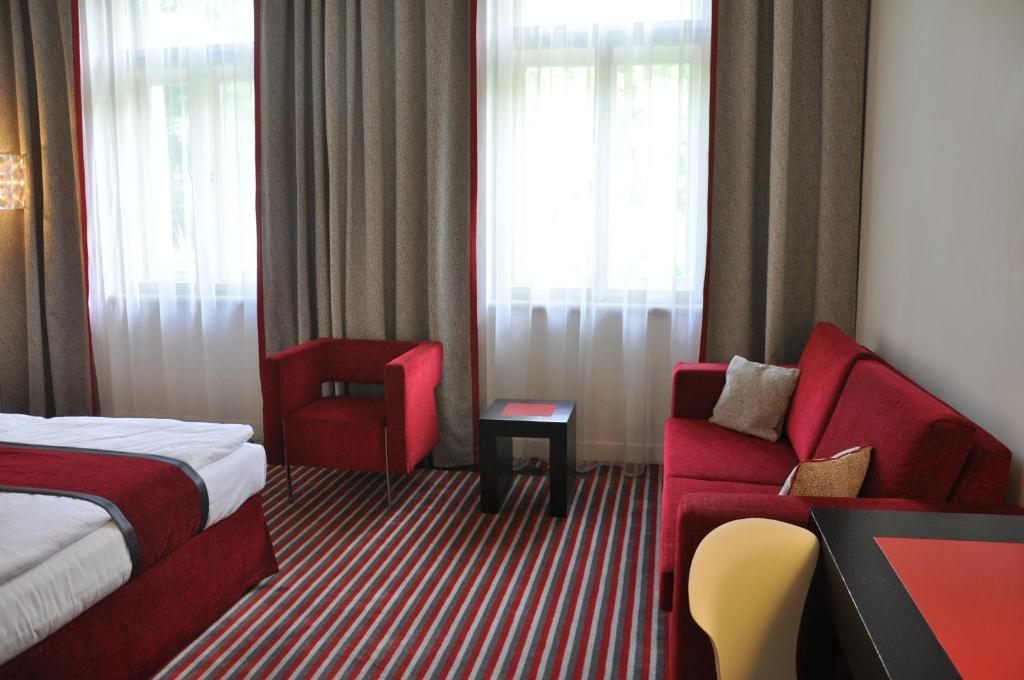 Red blue design hotel prague prague book your hotel for Design hotel praha